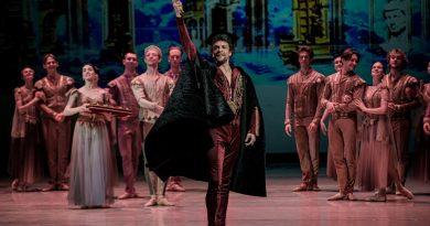 Проекторы Panasoniс в сценографии балета «Данте» Национальной оперы Украины